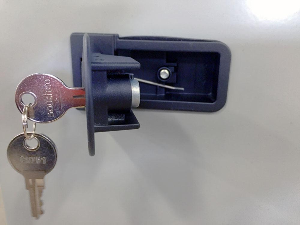 locking-lift-catch-02